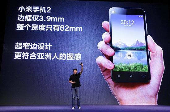 Lei Jun, fundador e CEO da Xiaomi, apresenta o novo aparelho da empresa