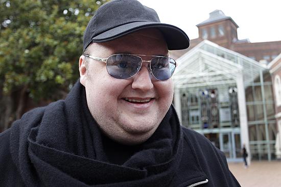 O fundador do Megaupload, Kim Dotcom, fala com a imprensa na Nova Zelândia