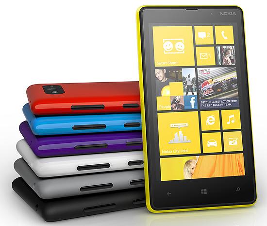 Smartphone Nokia Lumia 820, anunciado nesta quarta (5); telefones da Nokia com Windows Phone que já estão à venda tiveram preços cortados