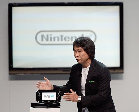 Shigeru Miyamoto, diretor de desenvolvimento criativo da Nintendo, durante lançamento do console Wii U