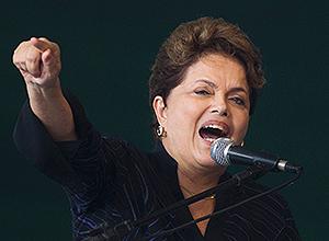 A presidente Dilma Rousseff durante cerimônia de entrega de navios da Transpetro em Niterói (RJ)