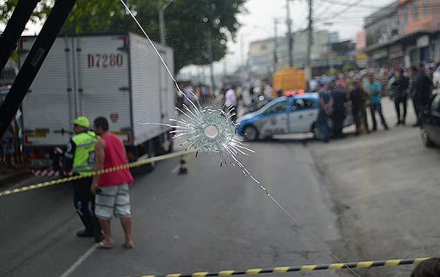 PM morre e outro fica ferido durante tentativa de assalto na av. Marechal Fontenele, em Sulacap, na zona oeste do Rio de Janeiro
