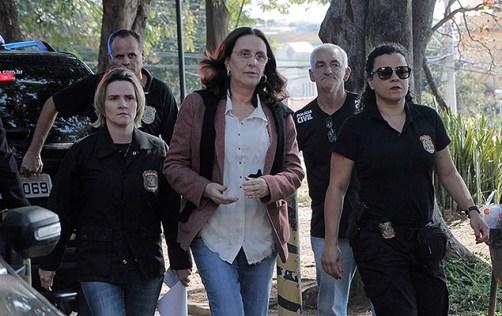 Irmã do senador Aécio Neves, Andrea Neves, acompanhada de agentes da PF chega ao IML de Belo Horizonte para exame de corpo de delito