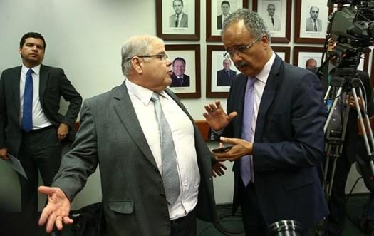 Deputados Lúcio Vieira e Vicente Cândido (relator) na comissão especial da reforma da política, que será votada no plenário da Câmara