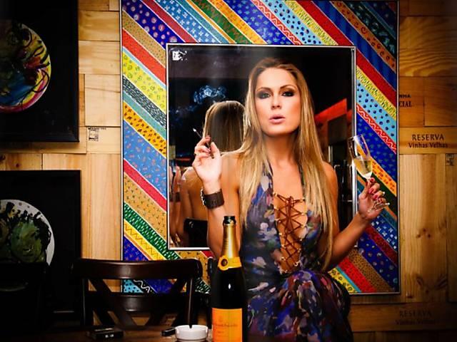 Renata Dávila faz pose; ela já trabalhou como modelo