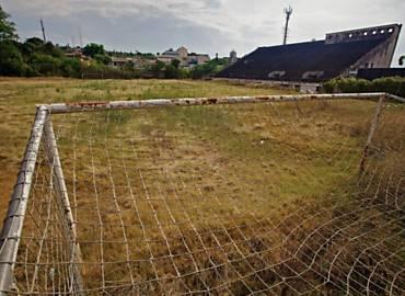 Estádio dos Eucaliptos, em Porto Alegre, completamente abandonado