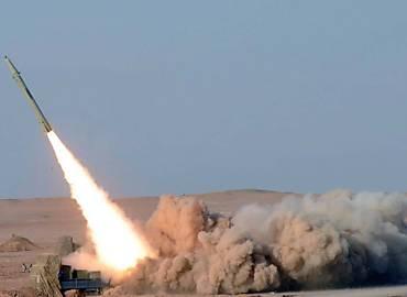 Teste de míssil iraniano de curto alcance, em foto divulgada por agência oficial ontem