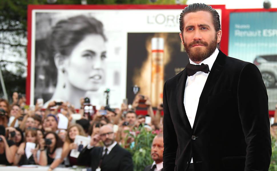"""Jake Gyllenhaal causa furor entre os fãs na pré-estreia de """"Everest"""", no Festival de Veneza"""