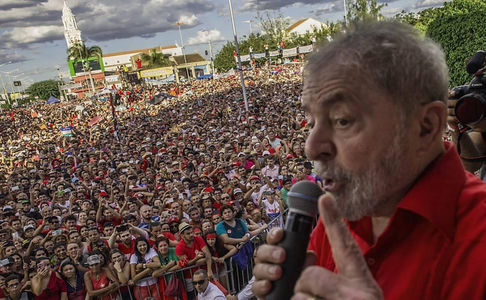 Lula e Dilma participam de inauguração popular de trecho da transposição do Rio São Francisco, até a Paraíba; Milhares de pessoas foram ate a cidade de Monteiro encontrar com eles