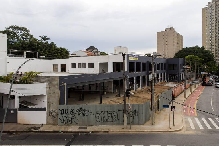 Em dezembro de 2016, Lula foi denunciado sob suspeita de corrupção passiva em ação sobre um terreno onde seria construída a sede do Instituto Lula. O Ministério Público Federal diz que ele recebeu propina da Odebrecht por intermédio do ex-ministro Antonio Palocci. O caso está no Paraná