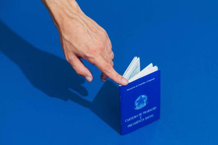 DOCUMENTOS EM ORDEM: Quem quer usar o FGTS deve levar identificação com foto (RG, carteira de motorista, passaporte), comprovante de renda ou, se autônomo, extratos bancários e faturas do cartão de crédito, declaração mais recente do Imposto de Renda e certidão atualizada de inteiro teor da matrícula do imóvel