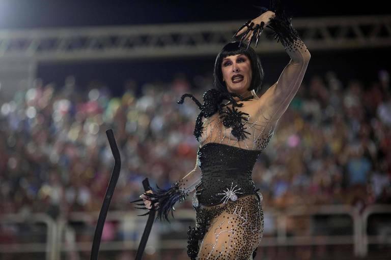 A atriz Claudia Raia durante desfile da Unidos da Tijuca na segunda noite do Carnaval do Rio