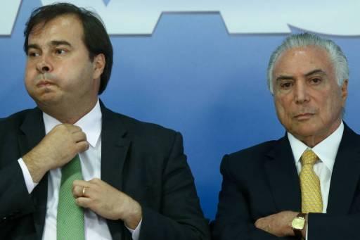 O presidente da Câmara, Rodrigo Maia, ao lado do presidente Michel Temer