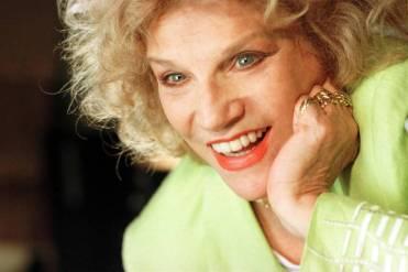 """Em 1998, a atriz Tonia Carrero preparava-se para contracenar com seu filho, Cecil Thiré, na peça """"Chega de História"""", de Fauzi Arap."""