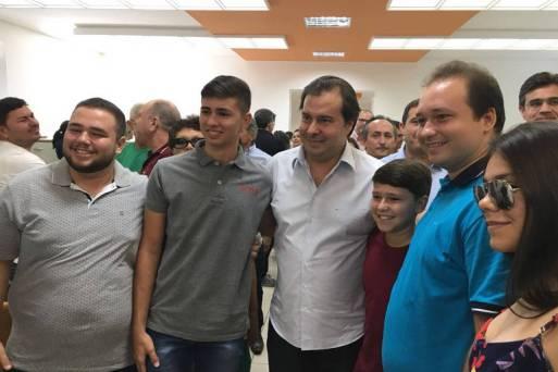 O presidente da Câmara dos Deputados, Rodrigo Maia (DEM) em visita a Catolé do Rocha, na Paraíba