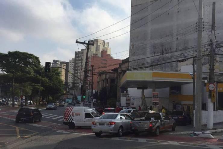 Fila em posto da Avenida Sumaré, zona oeste de São Paulo