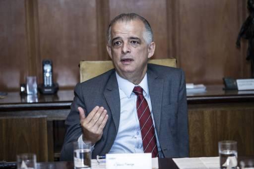 O governador Márcio França (PSB) durante reunião no Palácio dos Bandeirantes, em São Paulo