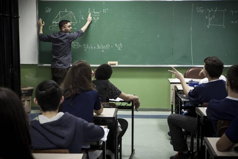 15303287615b36f6b98290c 1530328761 3x2 md - Sob pressão, Temer mudará base curricular para o ensino médio