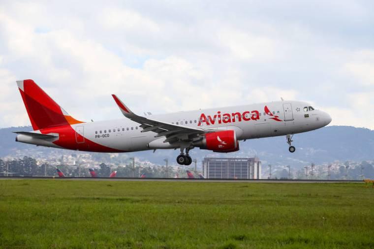 Avião da companhia pousa na pista do aeroporto de Cumbica, em Guarulhos