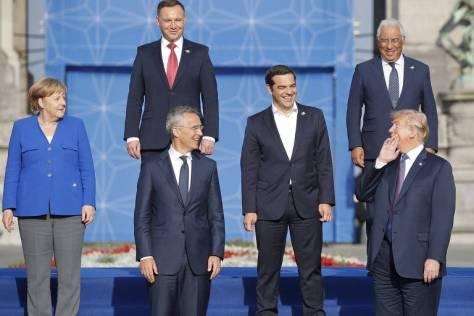 A partir da esq., a chanceler alemã, Angela Merkel, o presidente polonês, Andrzeji Duda, o secretário-geral da Otan, Jens Stoltenberg, o premiê grego, Alexis Tsipras, o primeiro-ministro de Portugal, António Costa, e o presidente americano, Donald Trump, em encontro de líderes da Otan
