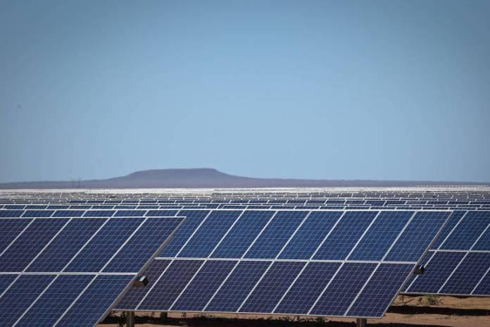 Hoje, as usinas solares (como a do Piauí, na foto) respondem por apenas 0,82% da matriz energética. Segundo Aneel, 8,35% da energia que será gerada pelas usinas em construção virá dos campos com painéis fotovoltaica