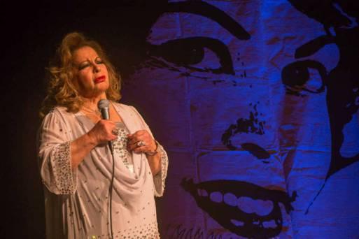 A cantora Angela Maria no palco do Sesc Santana, em 2016