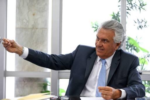 O senador Ronaldo Caiado (DEM-GO), governador eleito por Goiás, durante entrevista à Folha em seu gabinete no Senado