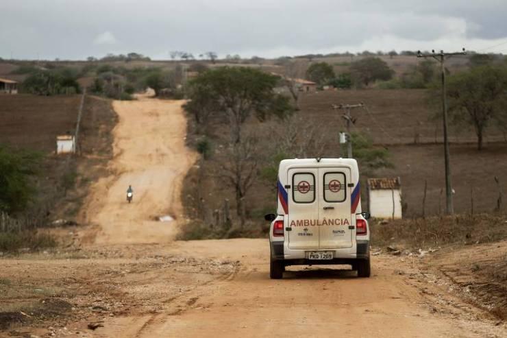Após a saída dos médicos cubanos, o município de Sítio do Quinto, no sertão baiano, está aguardando a chegada dos novos médicos na cidade.  Ambulância fazem o atendimento emergencial a enfermos mais necessitados da Unidade Básica de Saúde do povoado de Tingui e encaminham para outra UBS da região