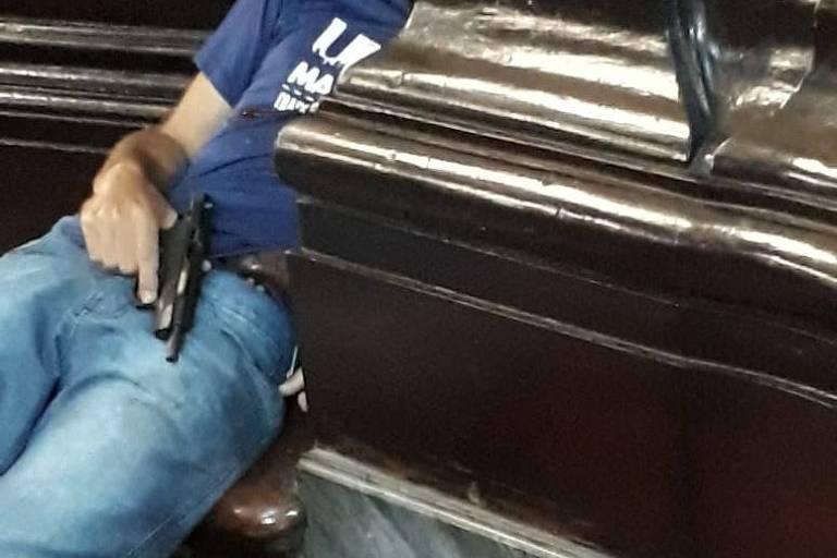 15445466635c0fe96723077_1544546663_3x2_md Homem atira dentro de igreja em Campinas, mata quatro e se suicida