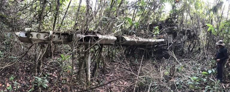 Resultado de imagem para Avião abandonado na Amazônia dá pistas sobre mineração ilegal