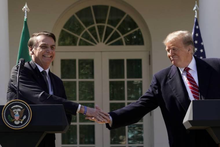 O presidente Jair Bolsonaro e o colega americano, Donald Trump, durante encontro em Washington