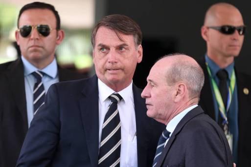 O presidente Jair Bolsonaro e o ministro da Defesa, general Fernando Azevedo, após encontro