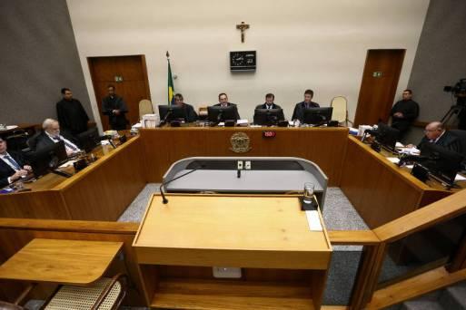 Sessão da 5ª Turma do STJ durante julgamento de recurso contra a condenação do ex presidente Lula no processo da Lava Jato.