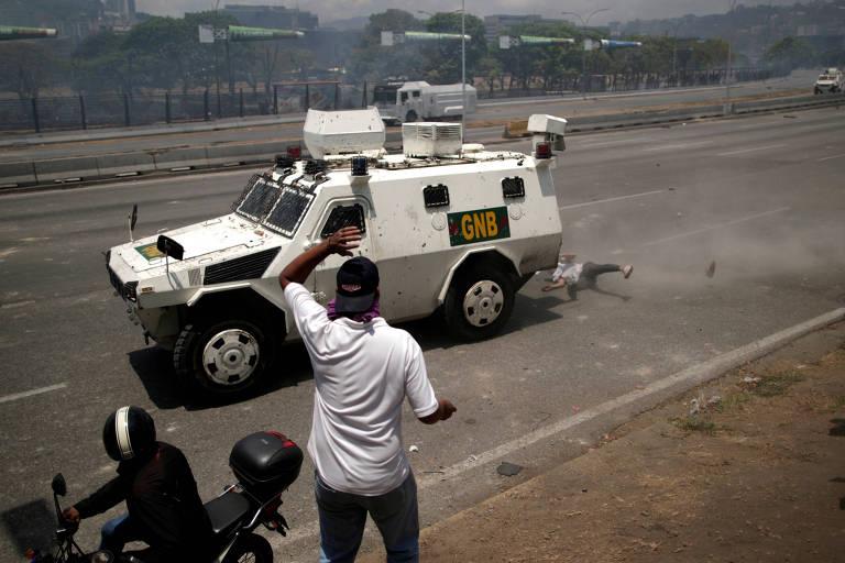 15566524565cc8a1a83d06c 1556652456 3x2 md - Maduro declara vitória sobre 'golpistas' após dia de protestos na Venezuela