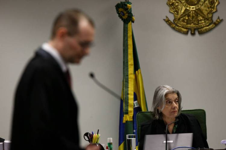 A ministra Cármen Lúcia e o advogado de Lula, Cristiano Zanin, em sessão do STF (Supremo Tribunal Federal)