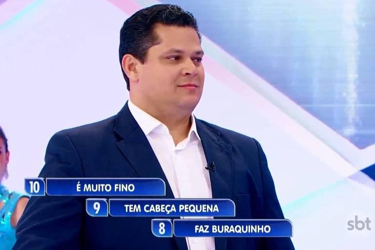 O presidente do Senado, Davi Alcolumbre, durante sua participação no 'Jogo das Três Pistas', no 'Programa Silvio Santos'