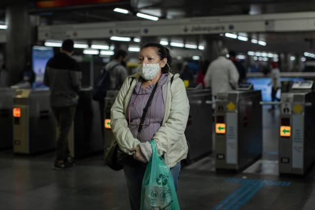 Maria de Fátima Lopes, 66, foi de Itaquera ao Parque Dom Pedro para o dia de liquidações em um supermercado popular na região central de São Paulo