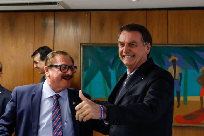 O presidente Jair Bolsonaro e o secretário de Assuntos Fundiários, Luiz Antônio Nabhan Garcia