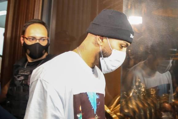 O jogador Gabriel Barbosa, o Gabigol, é detido em cassino clandestino em São Paulo
