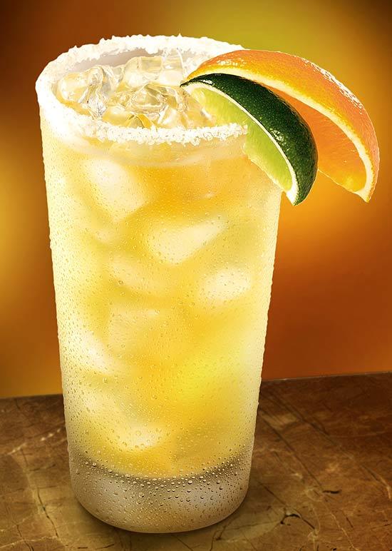 Rede serve margarita com duas tequilas e caipirinha em