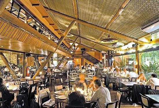 Ambiente do restaurante praça Praça São Lourenço, que terá festa para a virada do ano, com queima de fogos