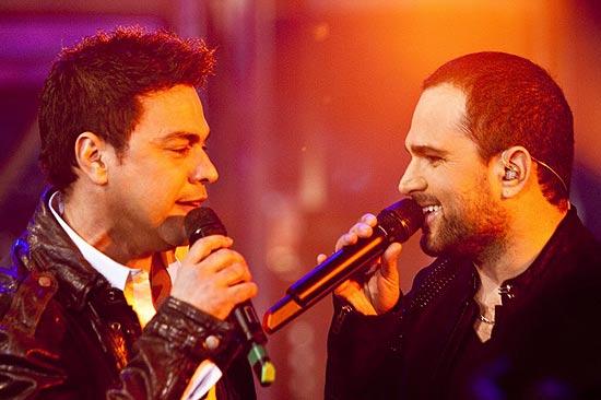 Os cantores Zezé Di Camargo (esq.) e Luciano