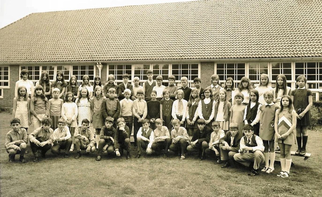 Klasgenoten 19681979  t Stekske  Scholen