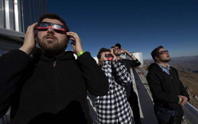 El eclipse total solar de este martes fue visible en gran parte de América del Sur, perotuvo en los prístinos cielos del norte de Chile un lugar privilegiado de observación.
