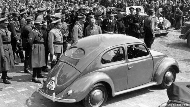 El Beetle fue heredero del legendario VW sedán, concebido en 1938 en Alemania en pleno auge del nazismo y que fue producido hasta 2003, saliendo el último modelo también de esta planta en México, donde el