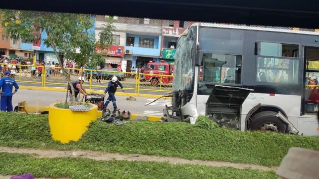 Unos veintes pasajeros resultaron con contusiones y lesiones leves y fueron llevados a centros de salud.