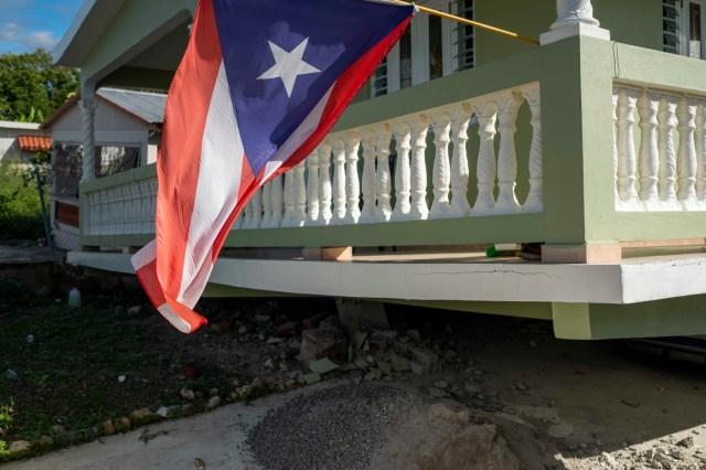 En redes sociales también se compartieron imágenes que parecían mostrar daños importantes en la ciudad de Guayanilla, de unos 20.000 habitantes, así como en la cercana Guanica.