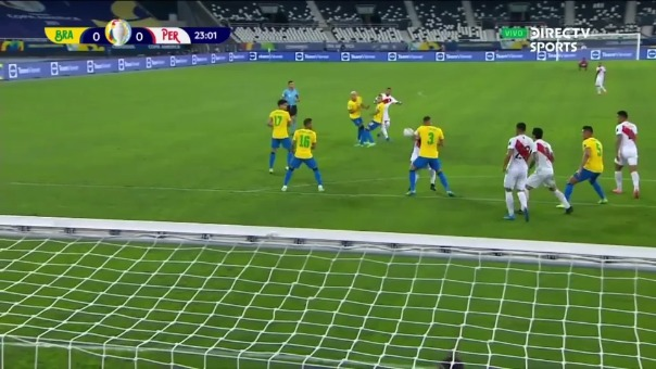 El balón chocó en el brazo de Thiago Silva.