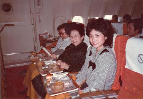 郭 如軒(汪洋中的一條船電影的女配角)陪母親撘乘巴西航機至巴西