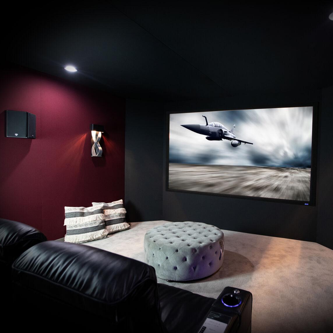 RCC 122 in theater plane on screen